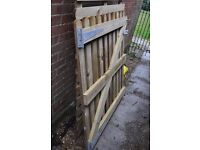 NEW Palisade Gate 1.2m X 0.9m (plus filltings).Wooden garden gate/fencing