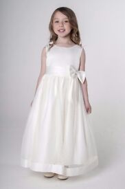 Brand New Visara All Cream Bow Flower Girls dress, Available in 4/5 and 6/7 Years