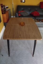 GENUINE 1960'S FORMICA TOPPED EXTENDING TABLE WITH ATOMIC LEGS (VINTAGE)