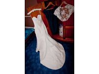 Suzanne Neville Manhattan Wedding Dress size 10 – why pay the full price?