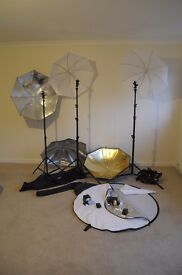Photo Lighting kit :Flashes, wireless triggers, light stands, umbrellas and reflector