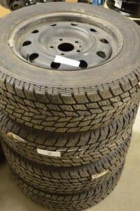 4 pneus d'hiver Toyo Observe GSI-5 215/65/16 avec jantes d'acier