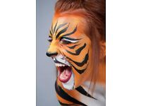 Face Painter for children's parties and events, we also offer balloon modeling and arts and crafts.