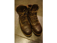 Timberland Boots / Unisex Size 7 / Brown leather