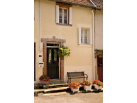 Quaint 18th century holiday cottage in the Lake District of SW France. One bedroom, pet-friendly.,
