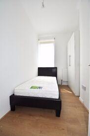 Spacious large double room available near Elephant & Castle!