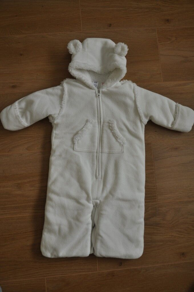 f00024240 Baby Gap snowsuit up to 3 months