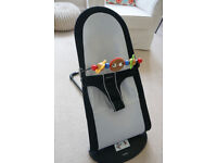 Fantastic BabyBjörn bouncer with wooden toy in very good condition