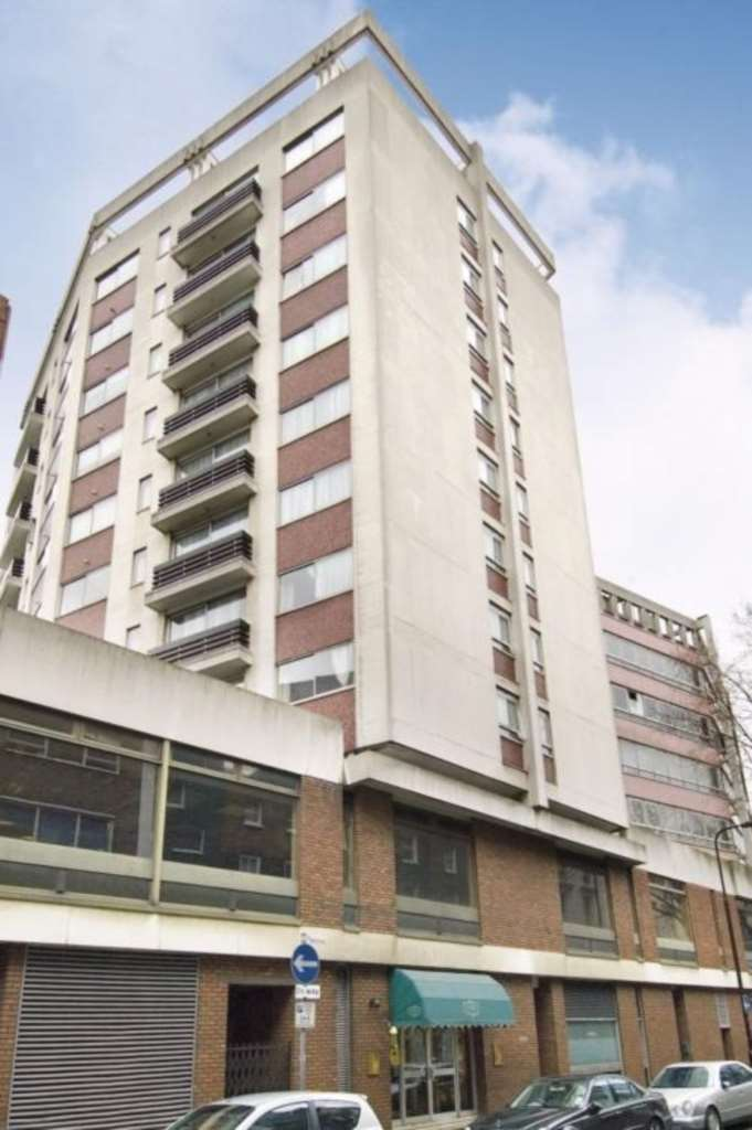 3 bedroom flat in Tottenham St, Fitzrovia