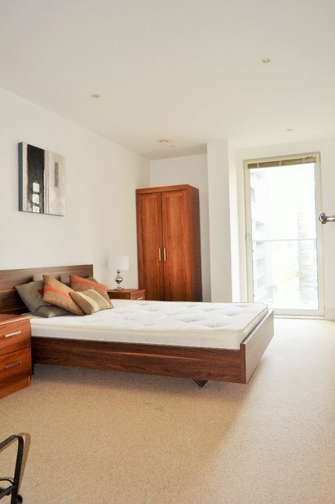 ENQUIRE NOW DOUBLE BED FLAT AVAILABLE NOW IN CANARY WHARF E14 DOCKLANDS ZONE 2 DLR