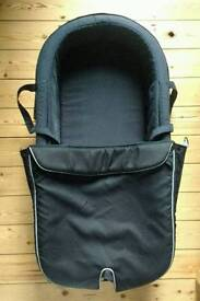 Stokke Xplory Carrycot + clip + 2 fitted sheets