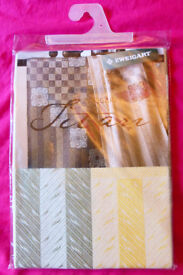 Zweigart Titan Table Runner With Aida Area's (Fabric, Cross Stitch), Ref: 1374