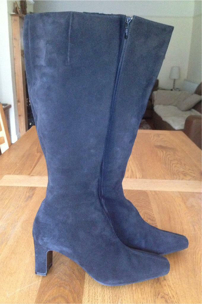 Gorgeous black suede boots by Boden size 40 (7)