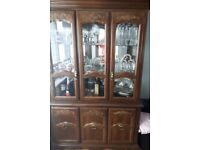 Glass cabinet and table +6chairs