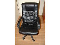 Computer chair / black executive chair
