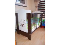 Baby cot with mattress and accesorries