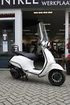 Vespa sprint 4t glanswit/ zwart special edition full optie