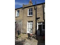 2 MONTH SUBLET IN LOVELY SPACIOUS ROOM IN 4 BEDROOM HOUSE - RENT ONLY £387 P/M!!