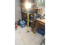 500 Watt halogen light on adjustable tripod