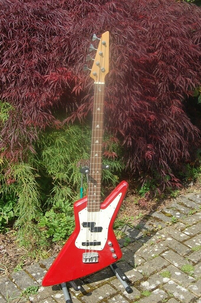 explorer red bass guitar in hounslow london gumtree. Black Bedroom Furniture Sets. Home Design Ideas