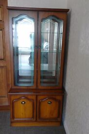 BARGAIN PRICE. ATTRACTIVE DISPLAY UNIT WITH DECORATIVE GLASS DOORS MIRRORED BACKPLATE AND DOWNLIGHT