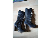 Excellent condition boots- high quality leather, size 5.5