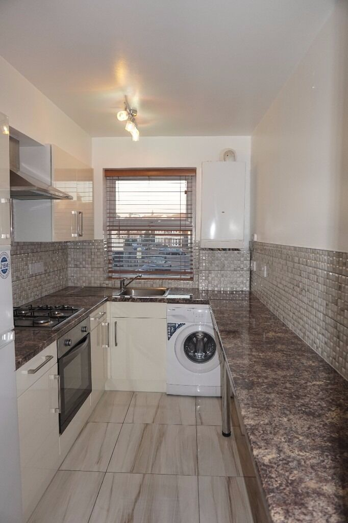 Spacious modern first floor 2 bedroom flat on Breamore Court, Breamore Road, Goodmayes, Ilford, IG3