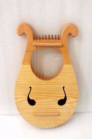 Lyre Harp 8 string portable with carry bag and tuning handle nearly new stunning