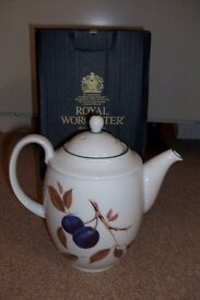 """Royal Worcester """"Evesham vale"""" Coffee Pot. New boxed"""