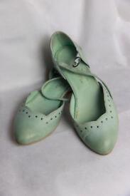Green women's shoe size 5