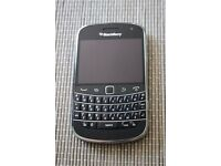 BLACKBERRY BOLD 9900, 8GB STORAGE, BLACK , LOCKED TO VODAFONE, 5.0MP CAMERA, VERY GOOD CONDITION