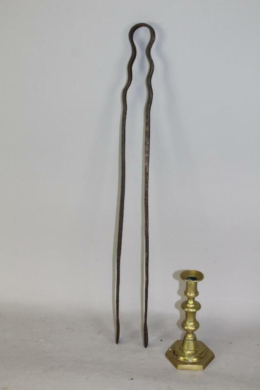 RARE 17TH C PILGRIM PERIOD AMERICAN WROUGHT IRON EMBER TONGS IN GREAT CONDITION