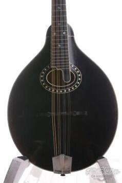 Eastman MD-804V Varnish Oval Hole Mandolin Antique Black