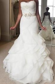 Pronovias feather mermaid wedding dress. No more available. Size 8