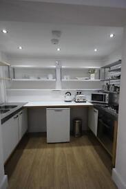 £250/WEEK ALL INCLUSIVE, BEAUTIFUL VERY CLEAN NEWLY PAINTED FLAT