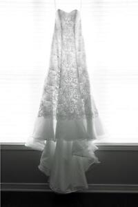 Gorgeous white lace wedding gown for petite brides - Size 0P