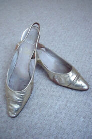 Vintage womens Dolcis by Roland Cartier gold sling-back shoes/Salvatone Ferraganno box. 9B. £5 ovno