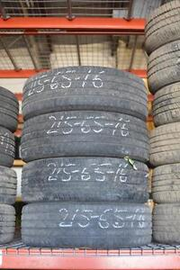 215 65 16 Michelin tires Used set
