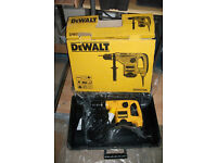 DE WALT HEAVY DUTY 110V ROTARY HAMMER DRILL COMPLETE UNUSED IN CARRY CASE