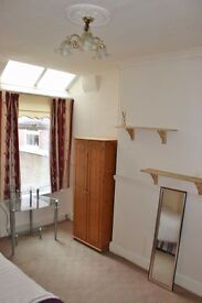 Lovely room available now!! for working professionals in Salford