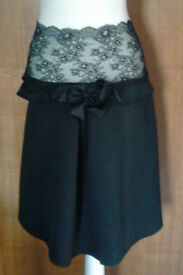 Ladies Black Bow Pull On Lace Band Inverted Pleats Skirt with Faux Pockets.Size 16.