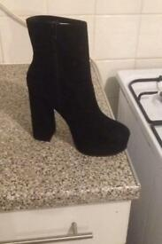 Black boot size 6