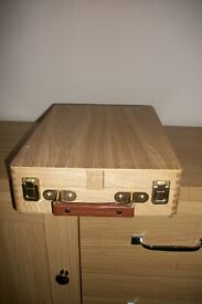 liffey wooden table box and easel with pallet knifes and brushes