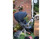 BRAND NEW Stokke Xplory V5 with carrycot