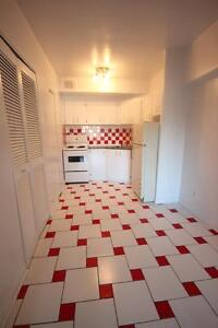 Spacious 3.5 available now - NDG - SHERBROOKE - VENDOME