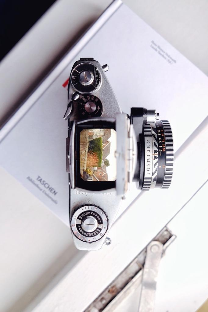 Exakta VX1000 film camera - 35mm vintage