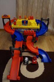 Mega Bloks Fast Tracks Tiny N Tuff With 2 Cars