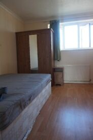 Great and Spacious Double Room in Canary Wharf!!!