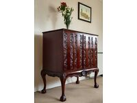 2-door Queen Anne style Cabinet/Commode in Mahogany / French polish