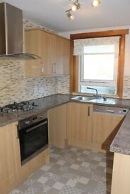 Bright 1st floor unfurnished 3 double bedroom flat in well kept close on street parking £520pcm